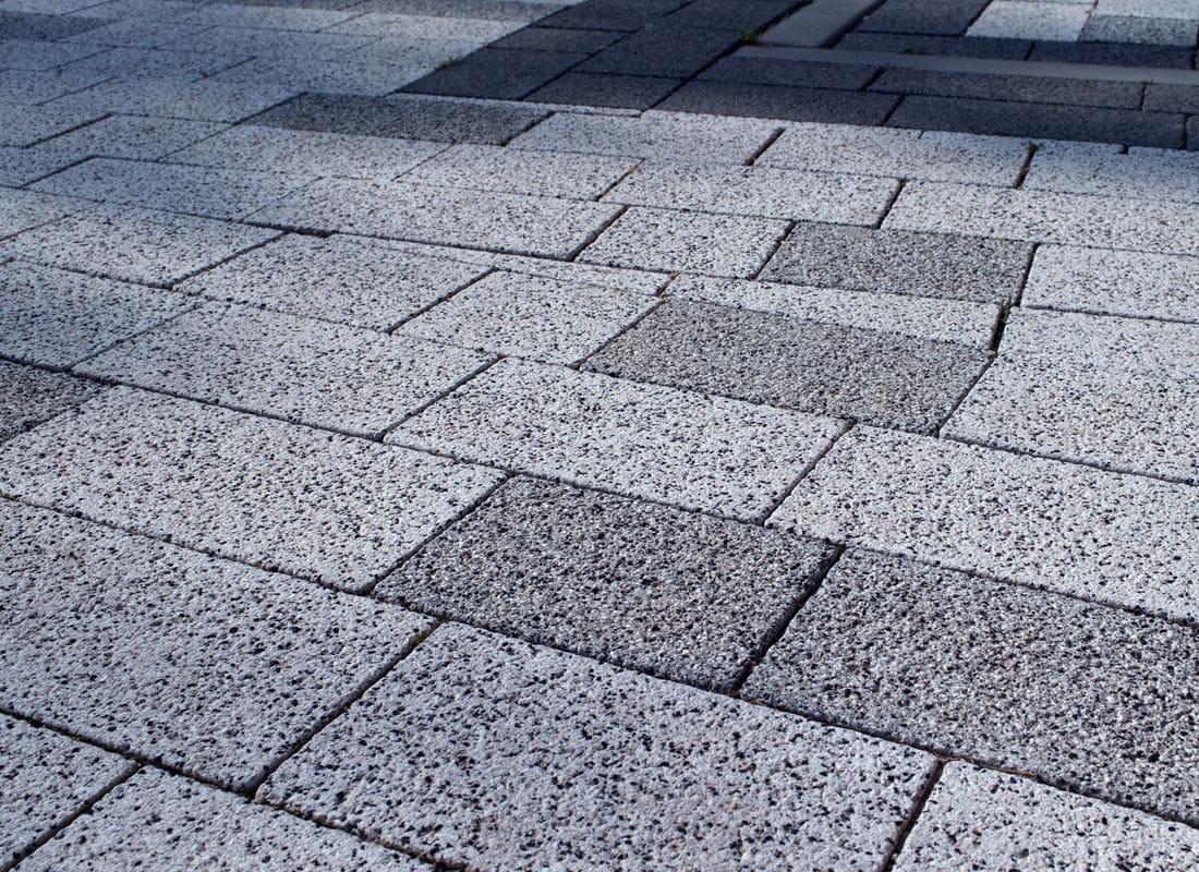 Adoquin de granito hag adoquin holanda gris abujardado for Piedra granito negro